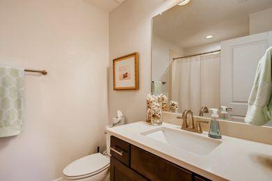 Grandview_32 2nd Floor Bathroom