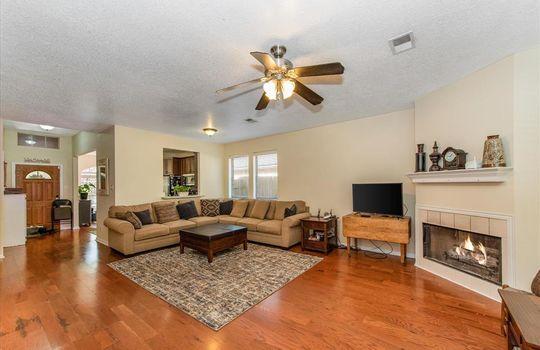 6002 Hunnington Drive, Conroe, TX 77303-6