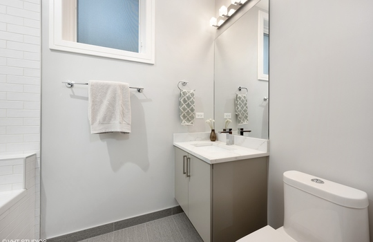 15_2650NBosworthAve_1N_8_Bathroom_HiRes