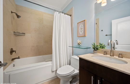 14_2211WRoscoe_3W_8_Bathroom_HiRes