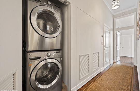 15_2211WRoscoe_3W_44_LaundryRoom_HiRes