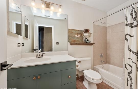 15_525WSuperiorSt_227_8_Bathroom_HiRes