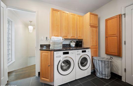 16_414WWellington_44_LaundryRoom_HiRes