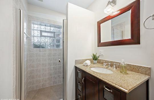 22_414WWellington_8_Bathroom_HiRes