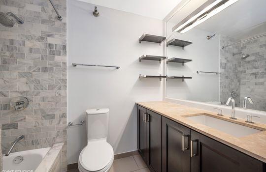 09_401EOntario_2208_8_Bathroom_HiRes
