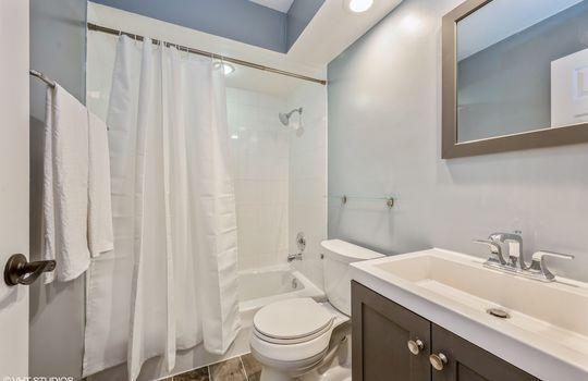 09_515WWrightwood_517_8_Bathroom_HiRes