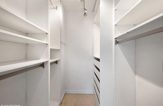10_401EOntario_2208_46001_Closet_HiRes