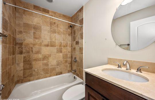 12_3900NPineGrove714_8_Bathroom_HiRes