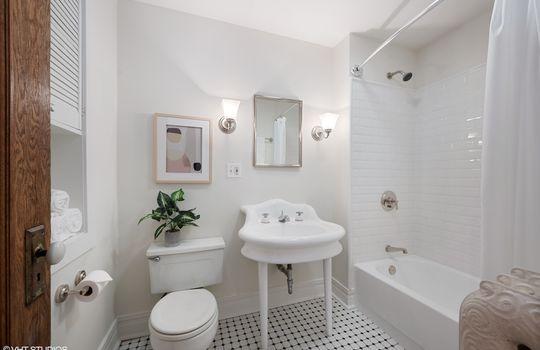 13_523WBelmontAve3E_323_Bathroom_HiRes