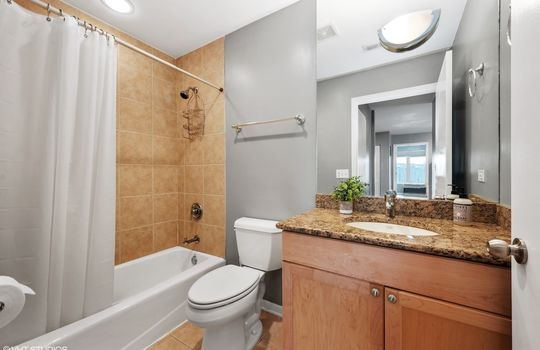09_875NMilwaukeeAve_8_Bathroom_HiRes