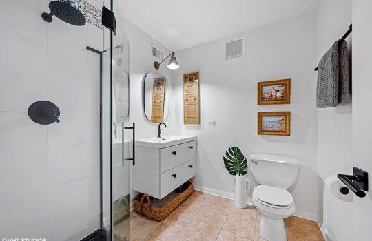 15_2001SCalumet_305_8_Bathroom_HiRes