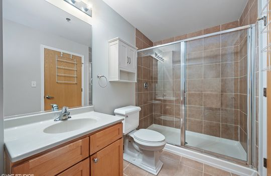 09_41E8th_1605_323_Bathroom_HiRes
