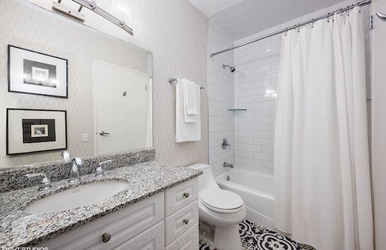 13_512NMcClurg4504_323_Bathroom_HiRes