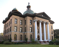 Picture of Fort Bend courthouse in Richmond Texas