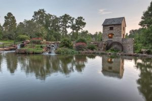 Picture of man made pond in Pinehurst Texas