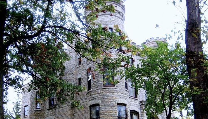 Givins Castle. Photo credit: Peter Fitzgerald via Wikimedia Commons, https://bit.ly/2TJgxtG