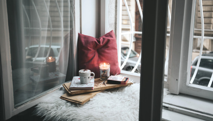 How to Create a Cozy Reading Nook For Fall and Winter