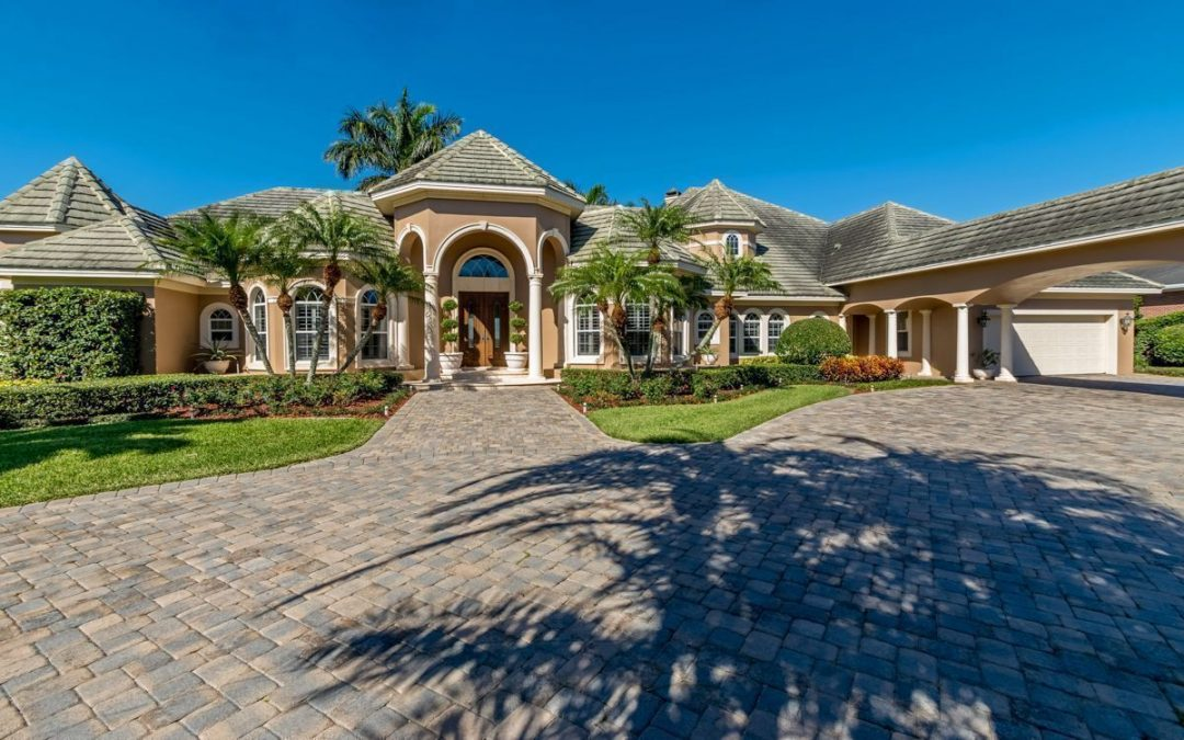 130 Wyndham Drive – Luxury Chain of Lakes Estate – $1,299,000