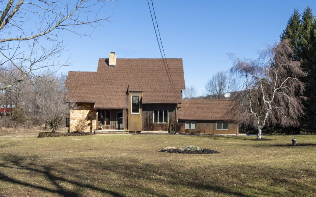 43 Walling Road, Warwick NY – Country Living in a Custom-Built Home